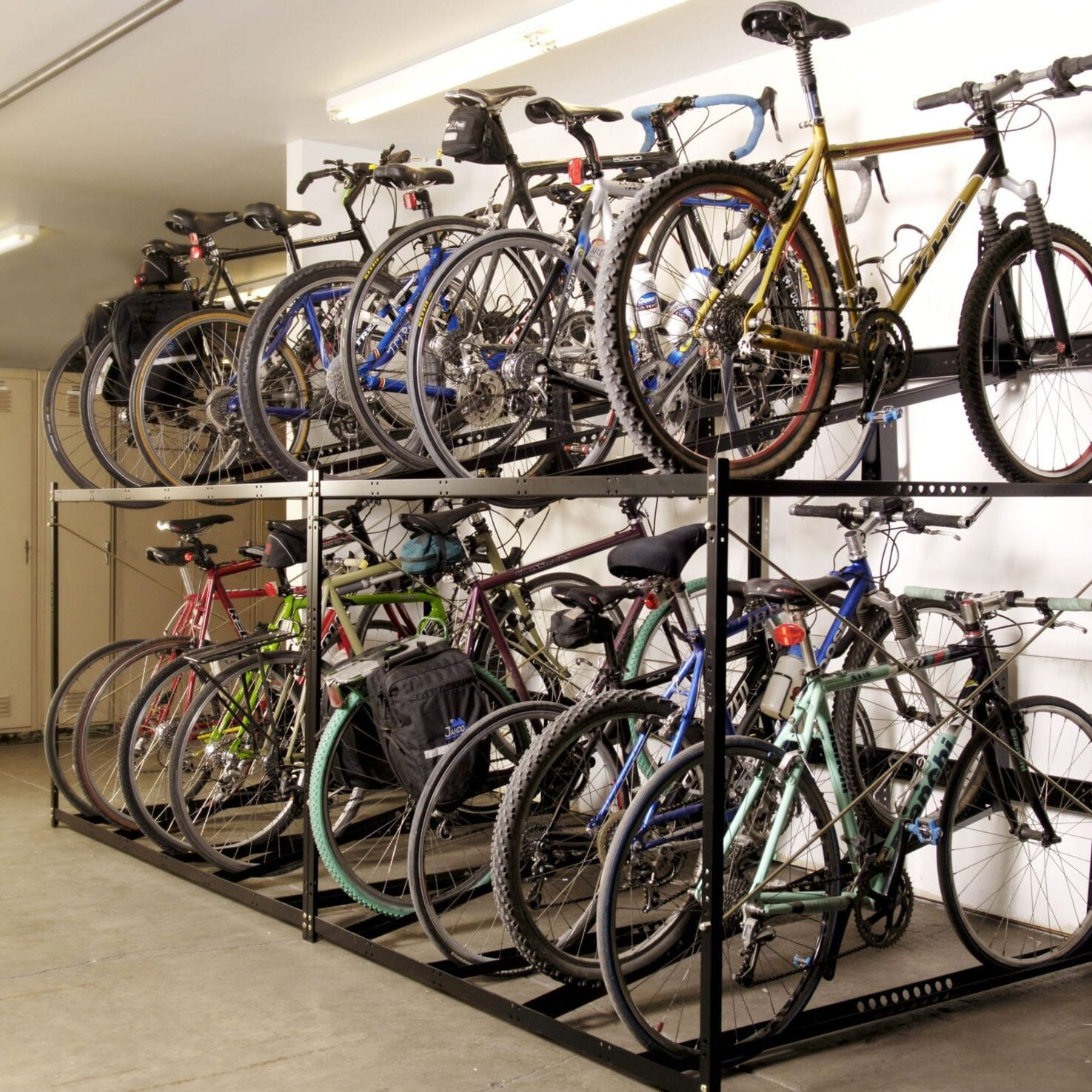 indoor parking_stretch rack_double_with bikes